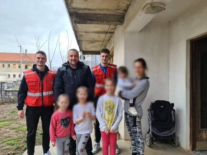 Fondacija uručila pomoć šestočlanoj porodici sa Cetinja